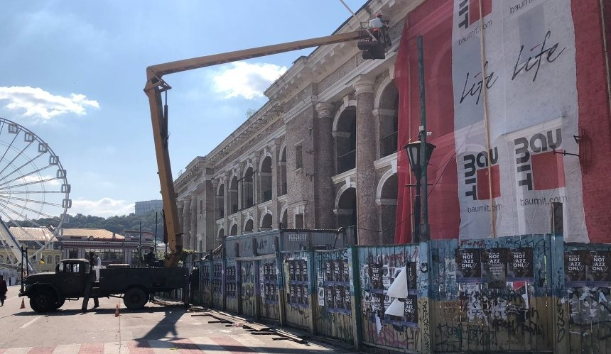 Здание Гостиного двора готовят кзиме: что там делают