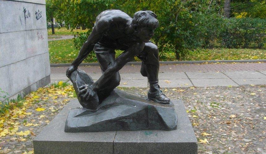 НаВДНГ временно установили знаменитую скульптуру «Пролетария»