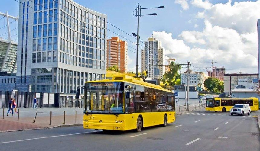 В выходные общественный транспорт изменит маршруты и режим работы