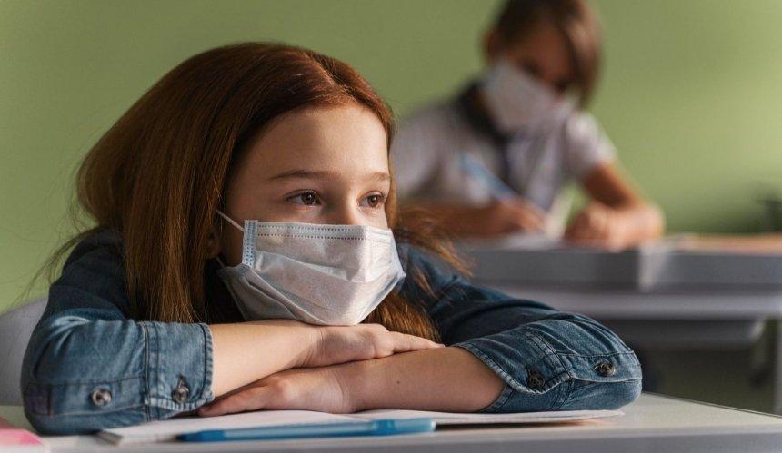 В Киевской области закроют школы, где не вакцинированы 80% работников