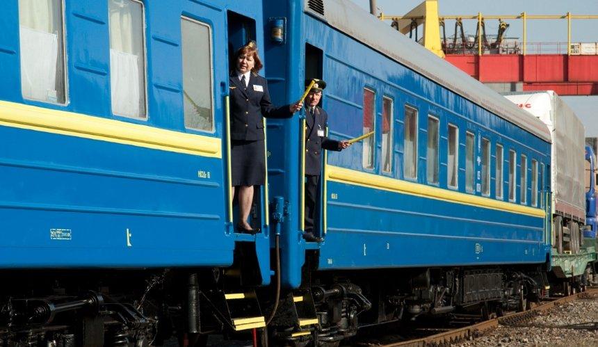 Из-за проседания грунтаУЗ изменила маршрут поезда Черновцы-Киев-Чернигов