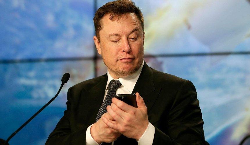 Илон Маск снова обогнал Безоса всписке богатейших людей мира