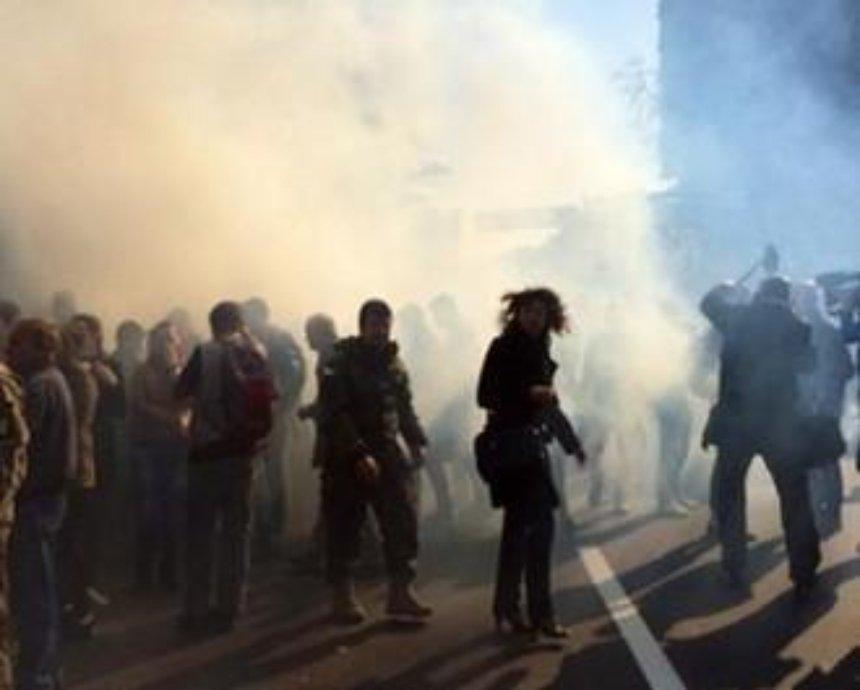 Под Радой бросают дымовые шашки и взрывпакеты