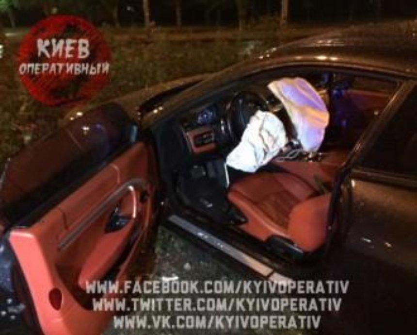 На Оболони пьяный водитель разбил элитный суперкар (фото)