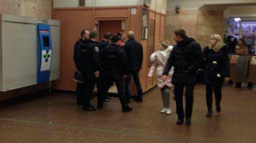 В столичном метро подстрелили сотрудника полиции