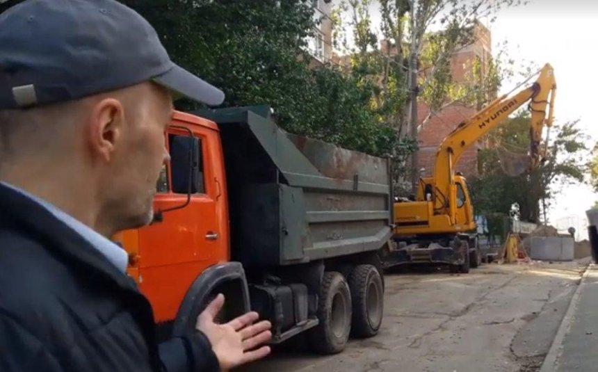 Посольство Литви опинилося у будівельній облозі (фото)