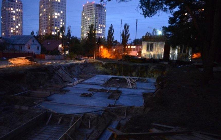 Жители Новобеличей разгромили незаконную стройку (фото)