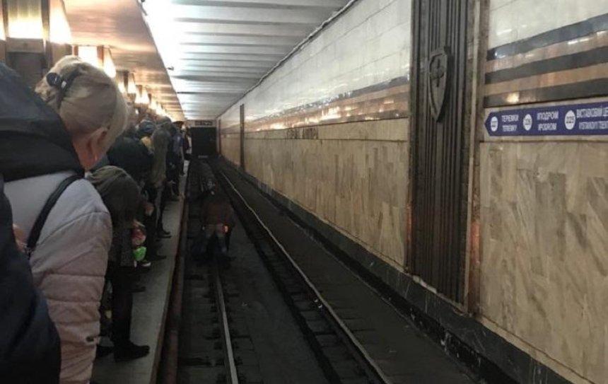 В столичному метрополітені мало не вмерла людина (фото, відео)