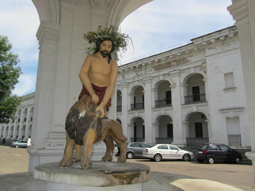 НаКонтрактовой площади отреставрируют знаменитого «Самсона»