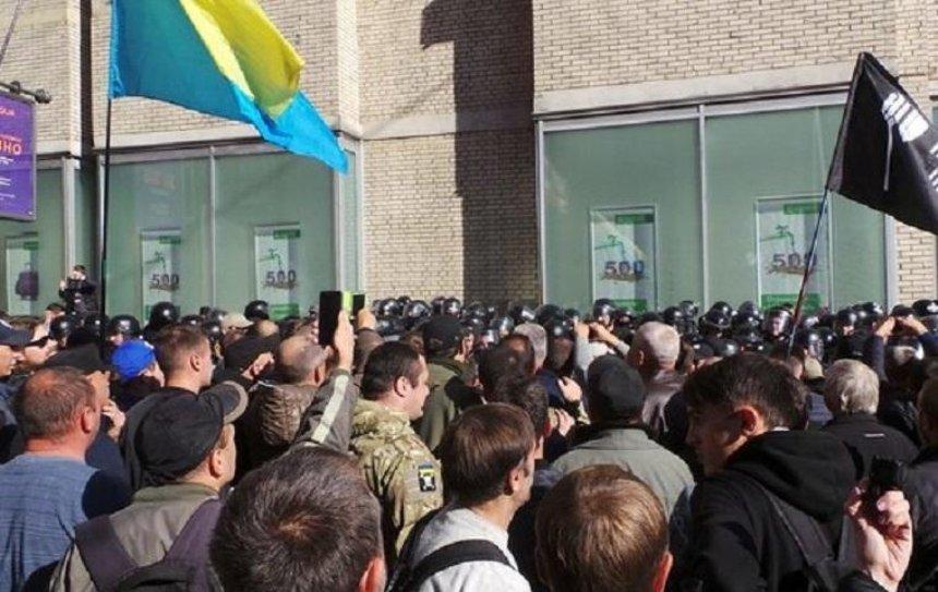 На Майдане произошли столкновения с полицией (фото, видео)
