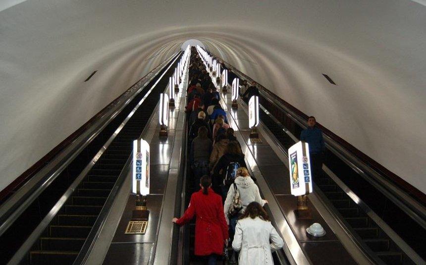 Журналисты проверили эскалаторы в киевском метро (видео)