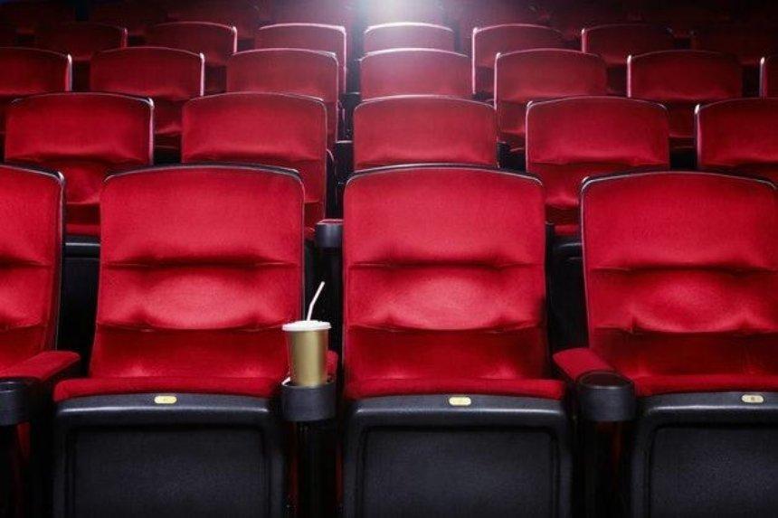 Кинотеатрам разрешили работать в«красной» зоне карантина