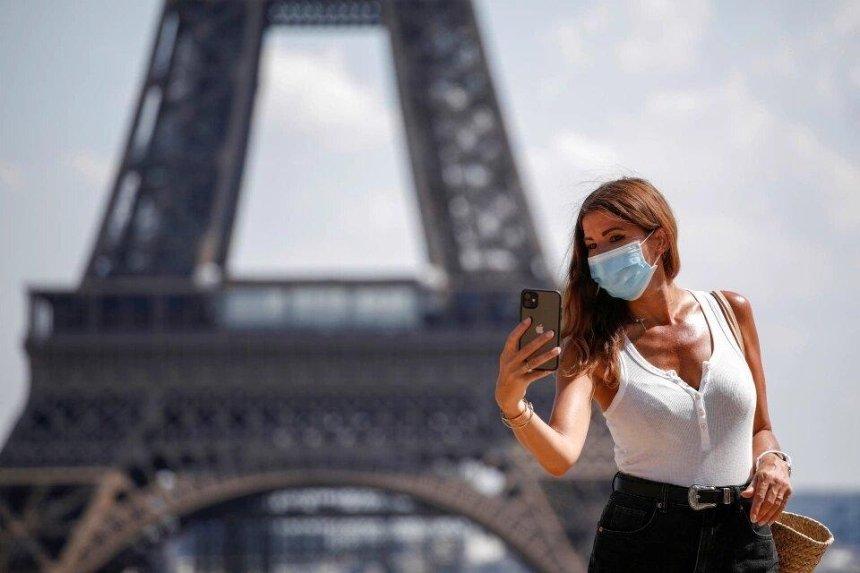 ВПариже ивосьми городах Франции введут комендантский час из-за коронавируса