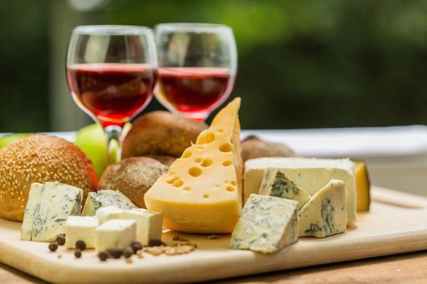 Крафтовые вина, мясо исыр: вКиеве проведут гастромаркет от«Всі. Свої»
