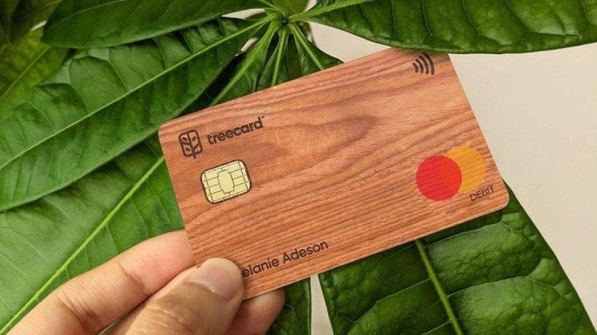 Британский стартап создал платежную карту из дерева