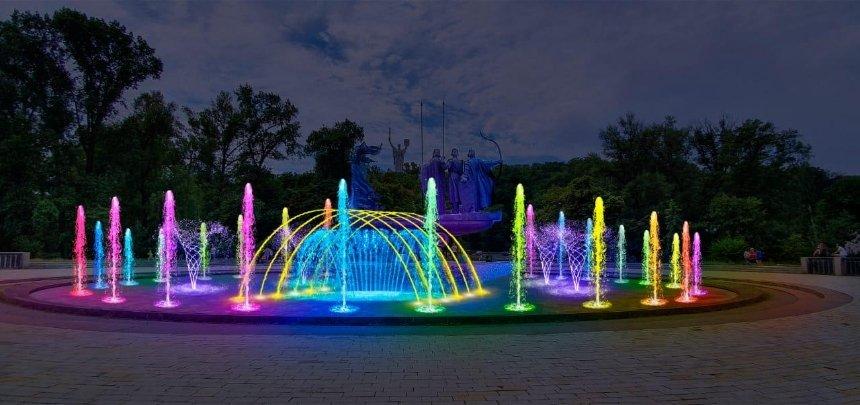 Фонтан у памятника основателям Киева отремонтируют: он будет с подсветкой