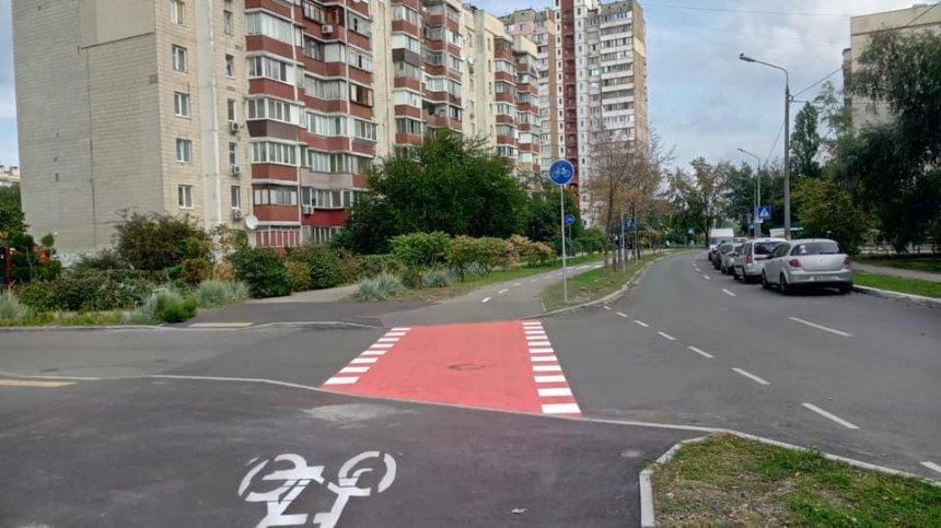 В Деснянском районе обустроили велодорожку