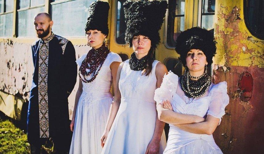 Украинские DakhaBrakha озвучили модный показ коллекции Elie Saab
