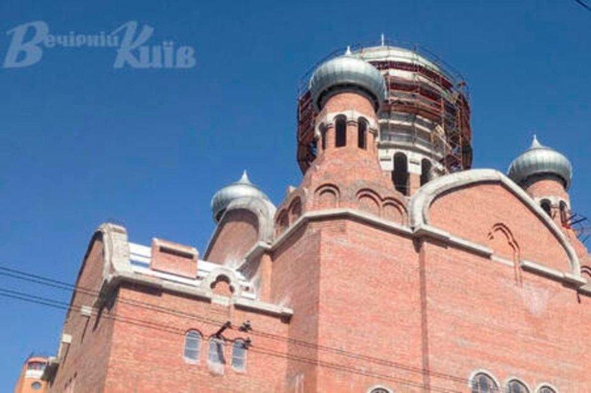 Вцентре Киева отстраивают Троицкий храм— его уничтожили впрошлом столетии