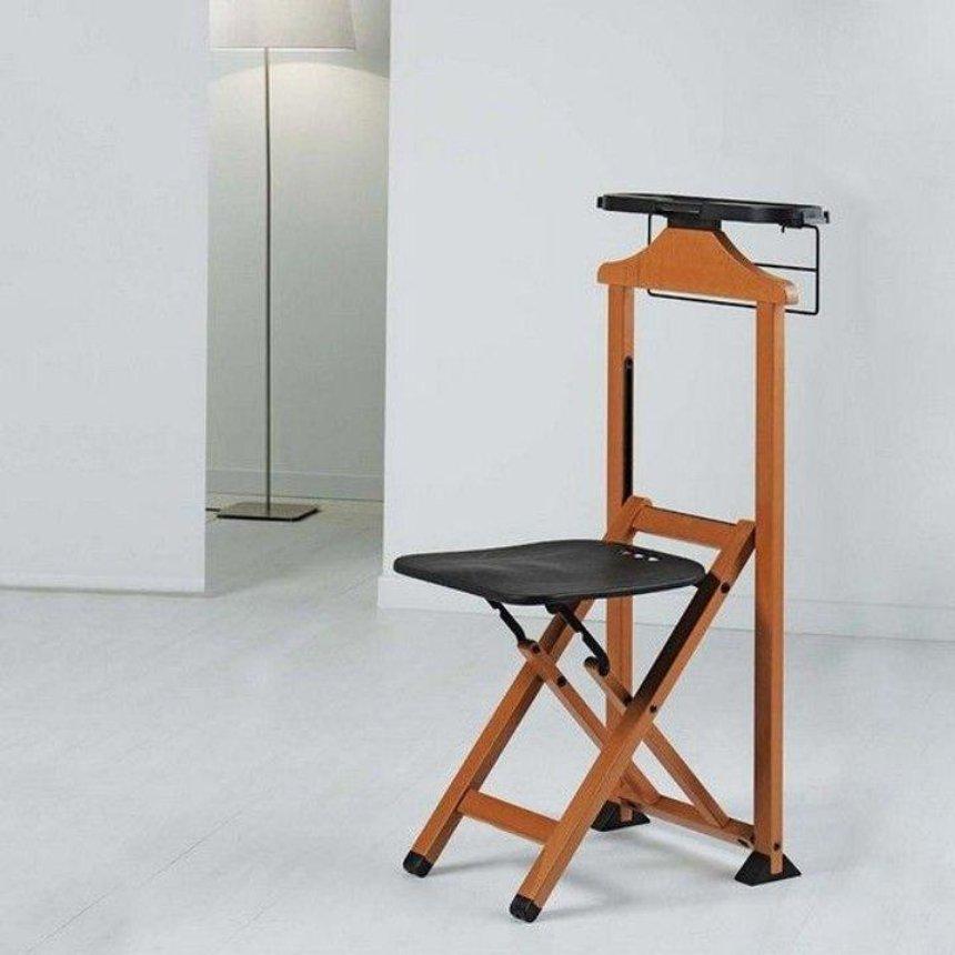 Дизайнеры создали стул, на который можно вешать одежду