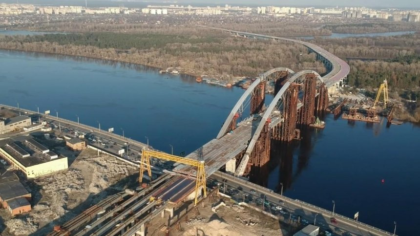 Ночью на Подольско-Воскресенском мосту появилась надпись «Corruption»