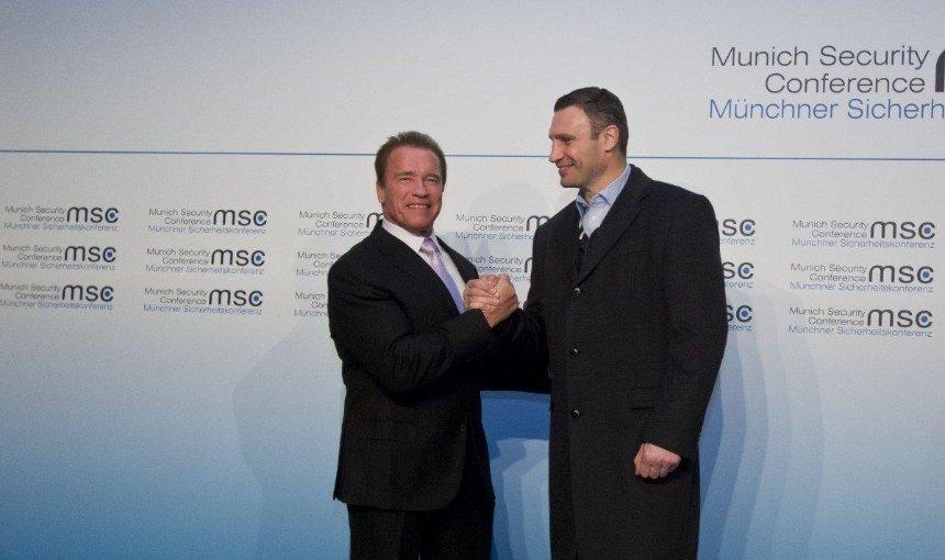 Шварценеггер поздравил Кличко с результатами выборов мэра