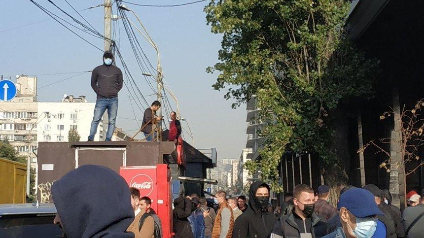 На Лыбедской площади демонтировали незаконные МАФы