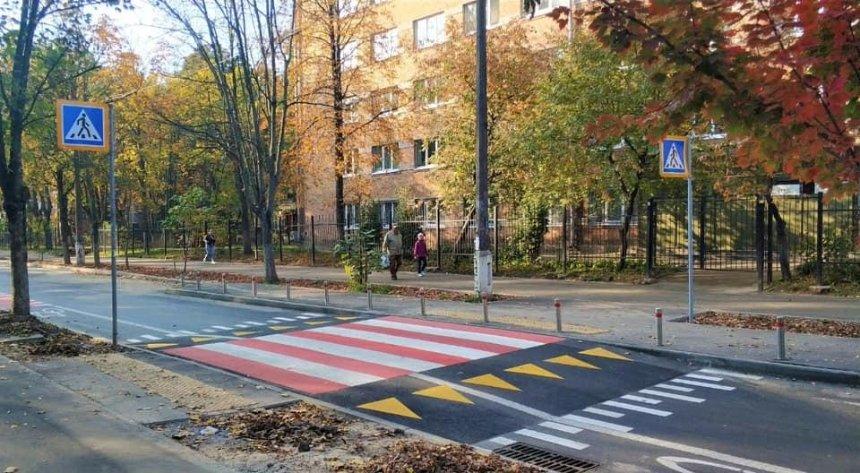 В Соломенском районе обустроили велополосу