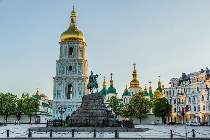 Вандалы снова разрисовали древние стены Софии Киевской