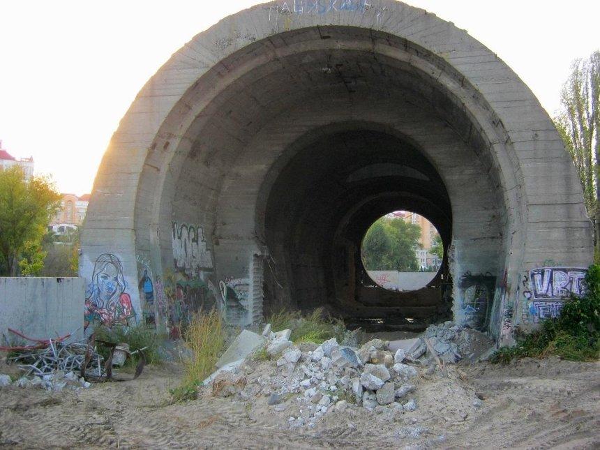 НаОболони начали реконструировать кессон «Сталинский тоннель»