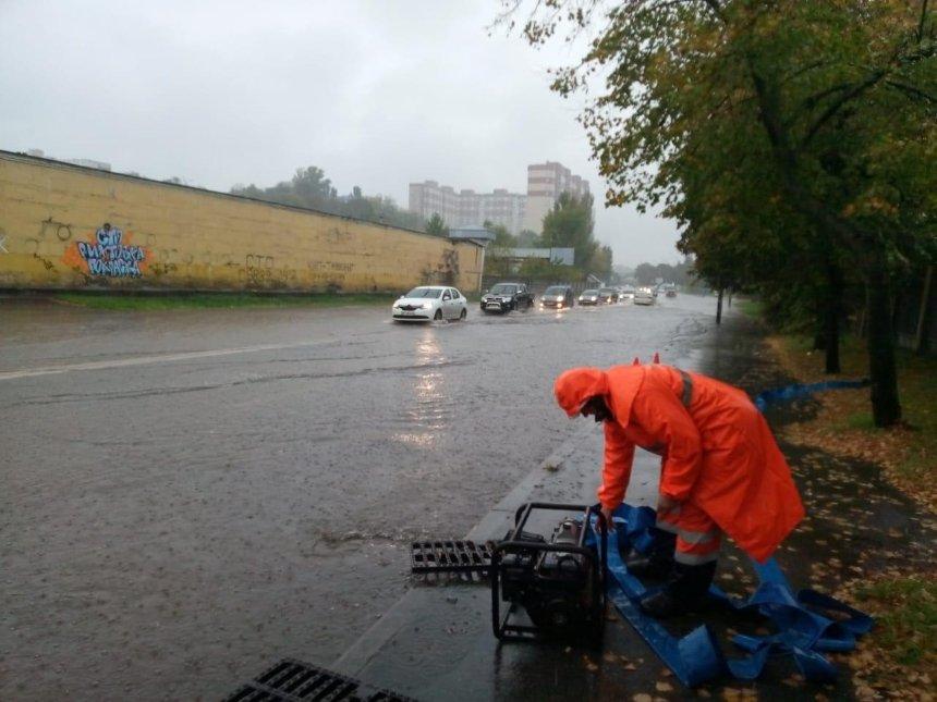 Потоп в Киеве: КГГА показала, как коммунальщики справляются с непогодой