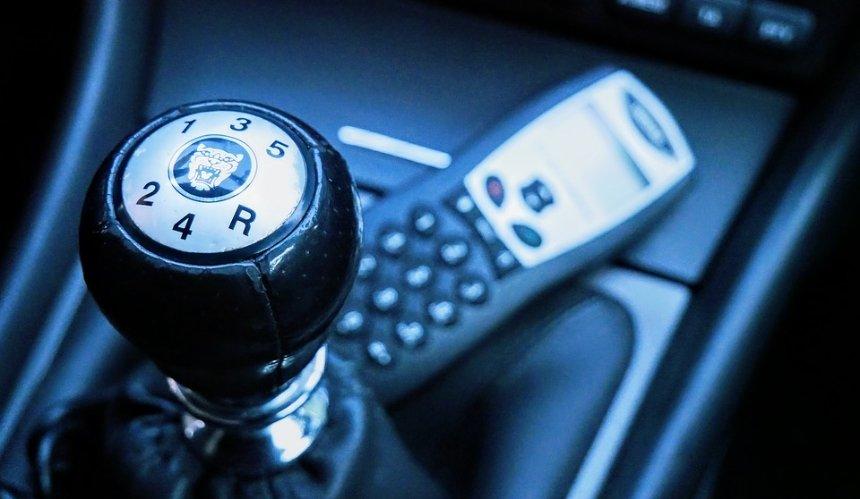 Водителей будут штрафовать заезду на«механике»: подробности