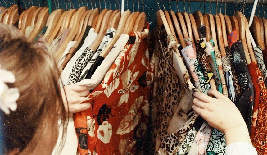 Ненужную одежду иобувь можно передать вдетские дома: как это сделать