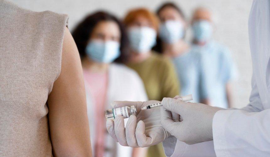 Для каких профессий вакцинация отCOVID-19обязательна: список МОЗ