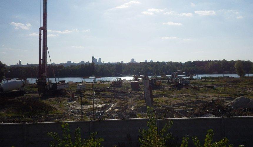 На Никольской Слободке возобновили незаконное строительство у берега Днепра
