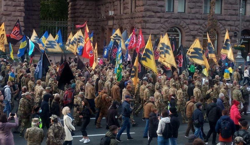 В центре Киева начался марш ко Дню защитников и защитниц: фото