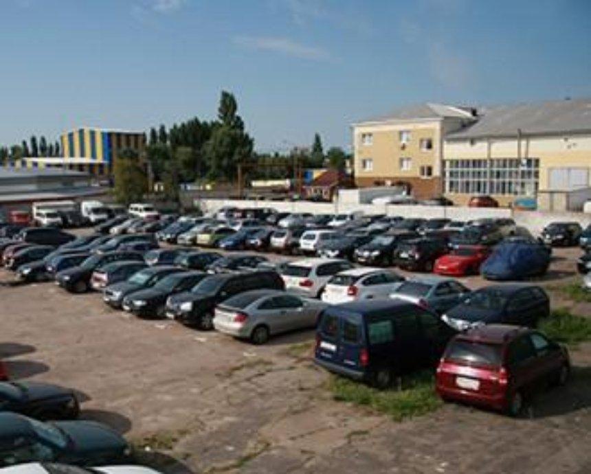 В Киеве грядет массовый снос парковок: где исчезнут незаконные стоянки (список адресов)