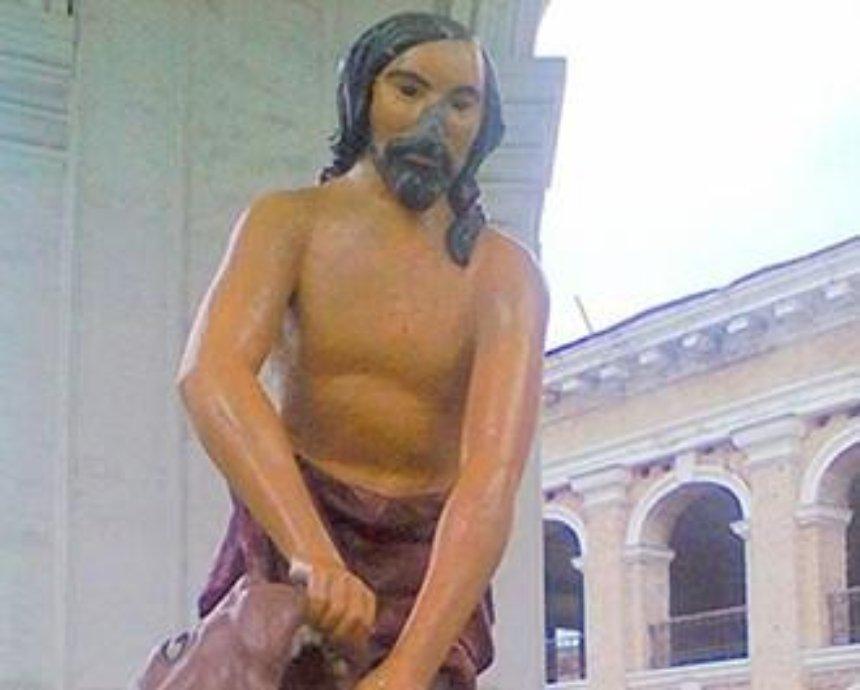Хулиганы отбили нос скульптуре Самсона в Киеве (фото)