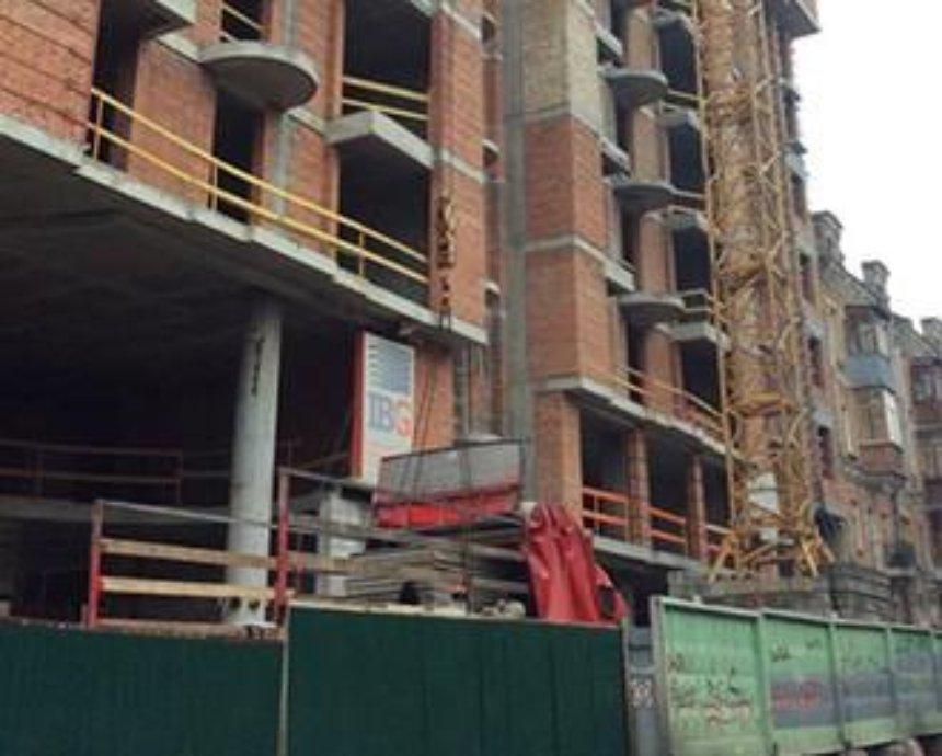 Возле Софии Киевской возобновили скандальное строительство (фото)
