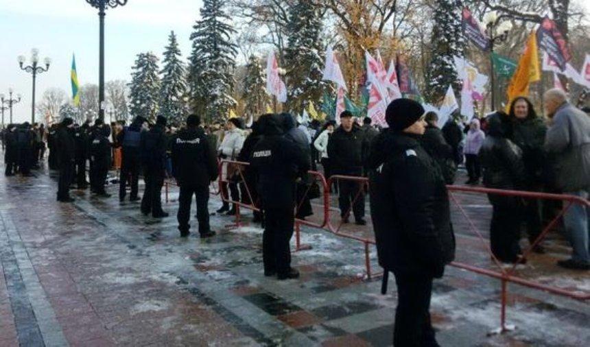 Центр Киева перекрыт из-за акций протеста (фото)