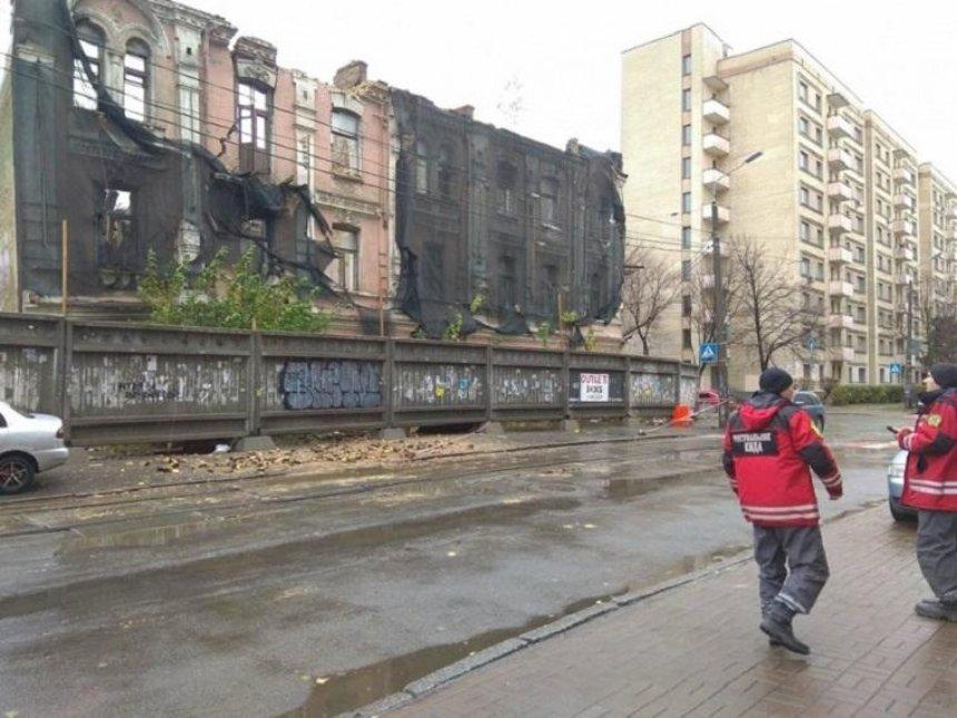 На Подоле стремительно разрушается историческое здание (фото)