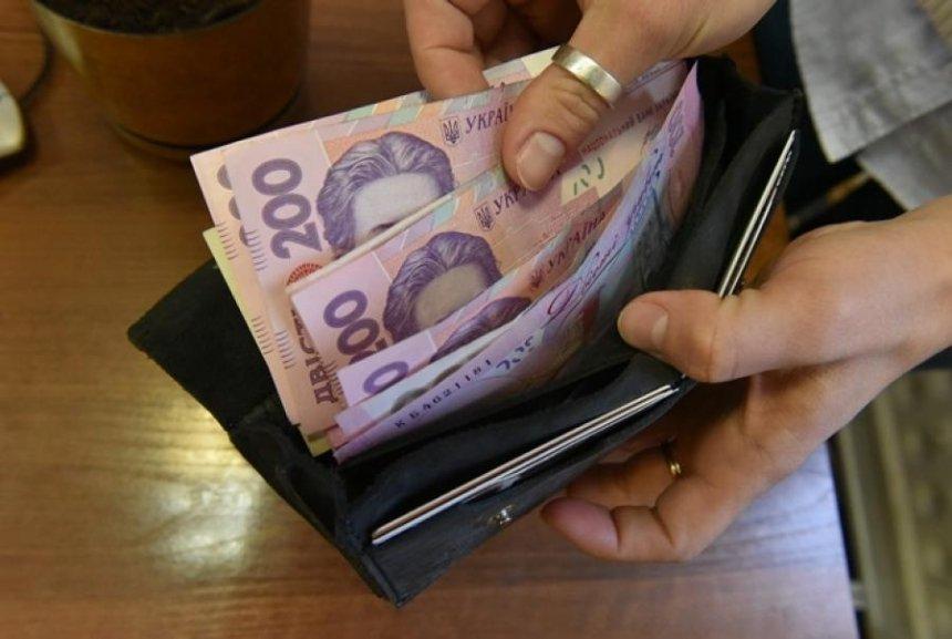 Киевляне стали официально зарабатывать больше