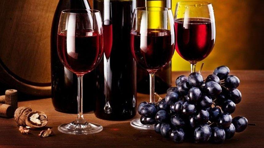 На вагу золота: в Лаврі продають вино за ціною елітного алкоголю (фото)