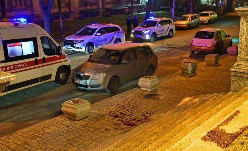 Перехожі врятували пораненого чоловіка, що блукав вулицями (фото)
