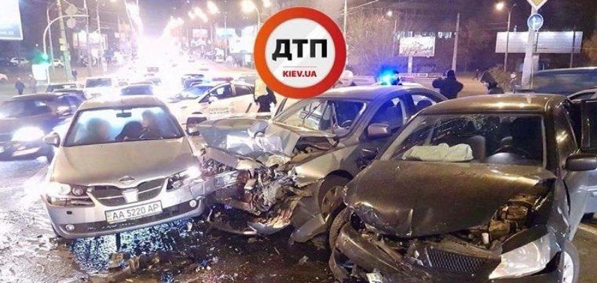 В Шевченковском районе разбились пять машин (фото, видео)