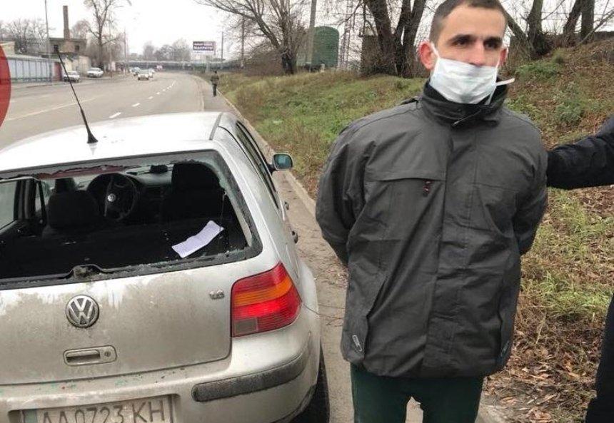 Киевлянин бегал голым по улице и плевался в патрульных