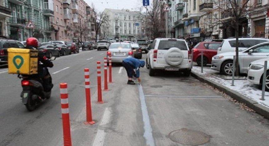 Почему автомобили блокируют выделенную полосу на Шота Руставели