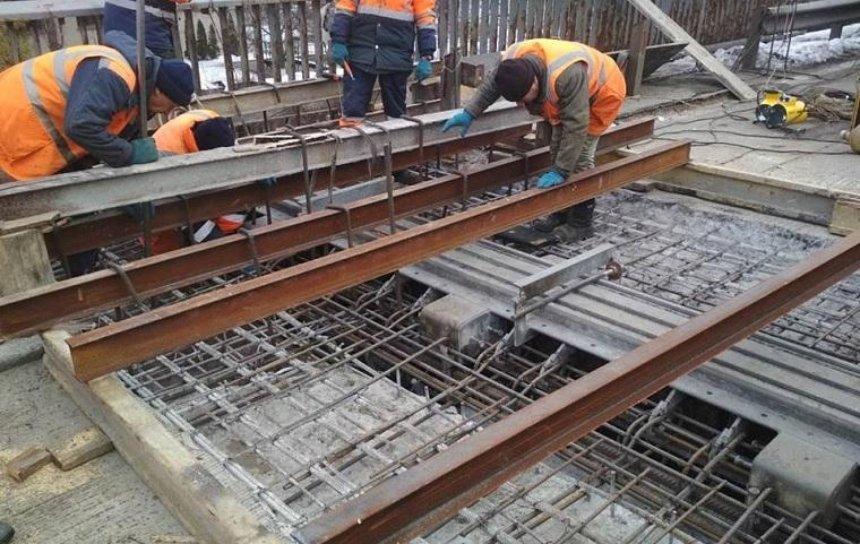 Стало відомо, коли закінчиться ремонт на Південному мосту (фото)
