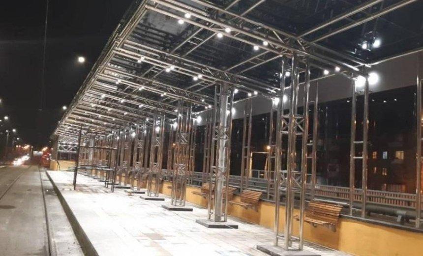 У Києві після ремонту відкрили трамвайну зупинку