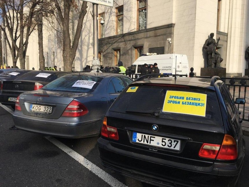 «Либеральная лояльность закончилась»: полиция выдвинула ультиматум владельцам авто наеврономерах